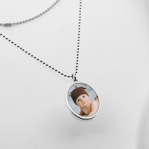 Personalised Oval-shaped Photo Necklace